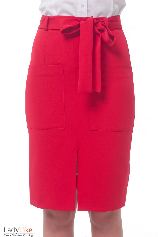 Подглядывающий под женскую юбку