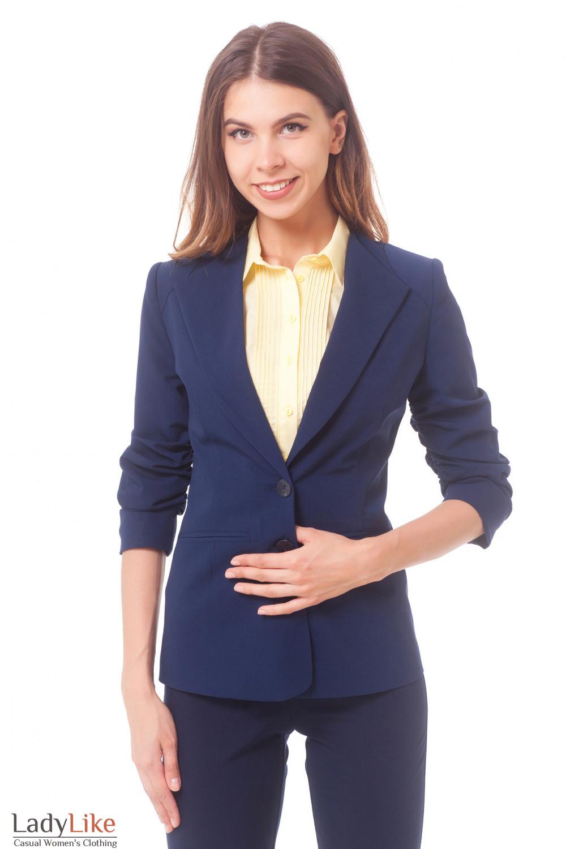 Жакет синий удлиненный со сборкой на рукаве Деловая женская одежда