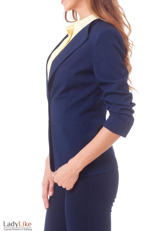 Жакет синий со сборкой на рукаве Деловая женская одежда