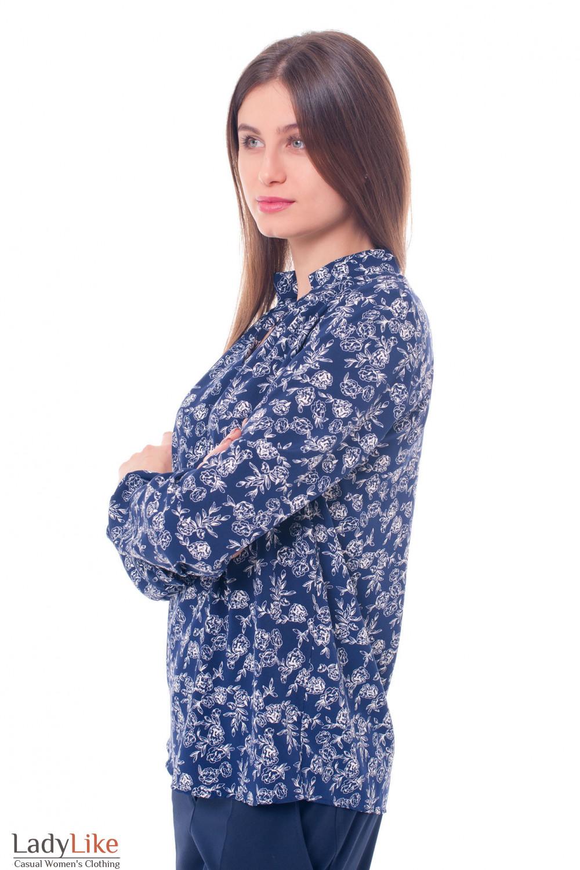 Купить синюю блузку в белые розы Деловая женская одежда фото