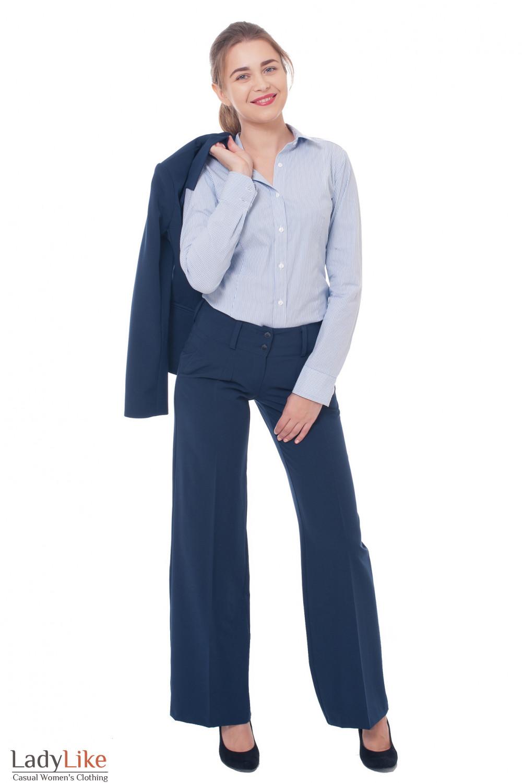 Деловая женская одежда Брючный синий костюм фото