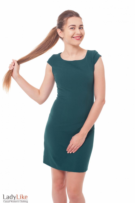 Платье-футляр зеленое Деловая женская одежда фото