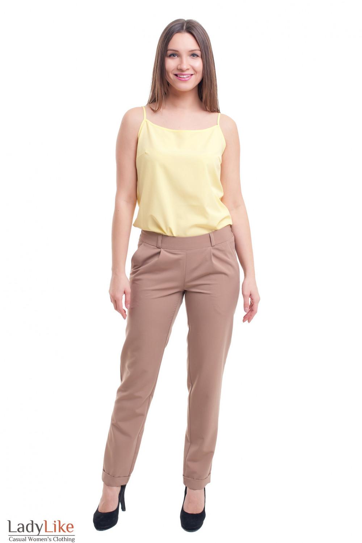 Купить бежевые зауженные брюки на резинке Деловая женская одежда фото