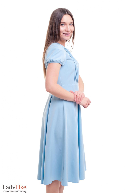 Нежно-голубое нарядное платье с пышной юбкой-миди Деловая женская одежда фото