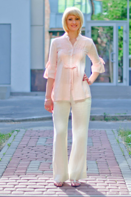 Фото брюки белые из льна Деловая женская одежда