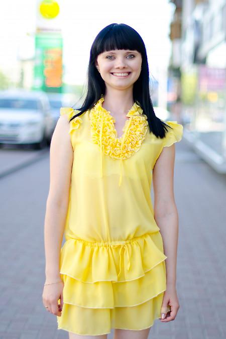 Платье желтое с рюшами Деловая женская одежда