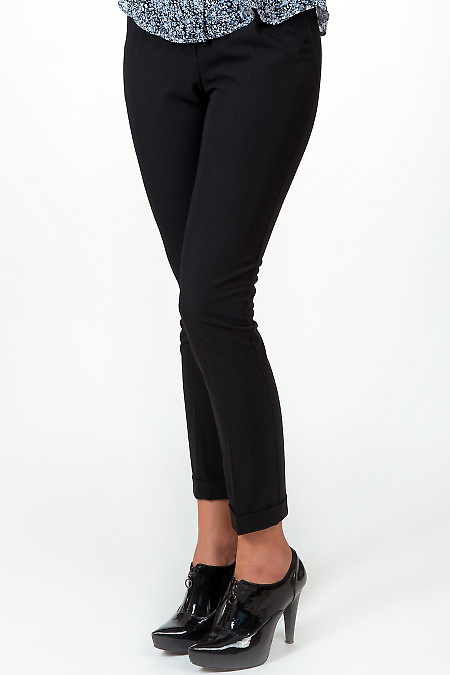 Фото Брюки черные с манжетой вид спереди Деловая женская одежда