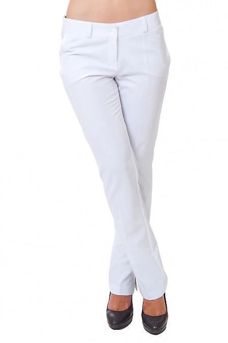 Брюки белые с разрезом Деловая женская одежда
