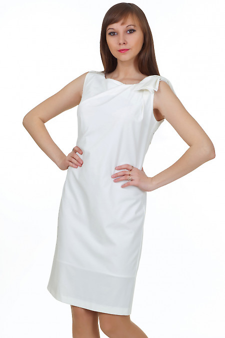 Платье белое с бантиком на плече Деловая женская одежда