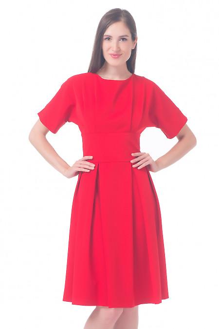 Платье красное с отрезной талией Деловая женская одежда