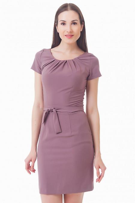 Платье сиреневое с защипами и коротким рукавом Деловая женская одежда