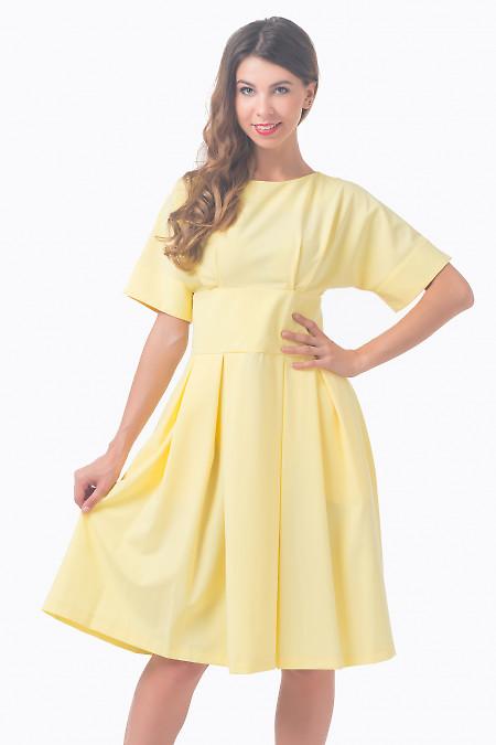 Платье желтое с отрезной талией Деловая женская одежда
