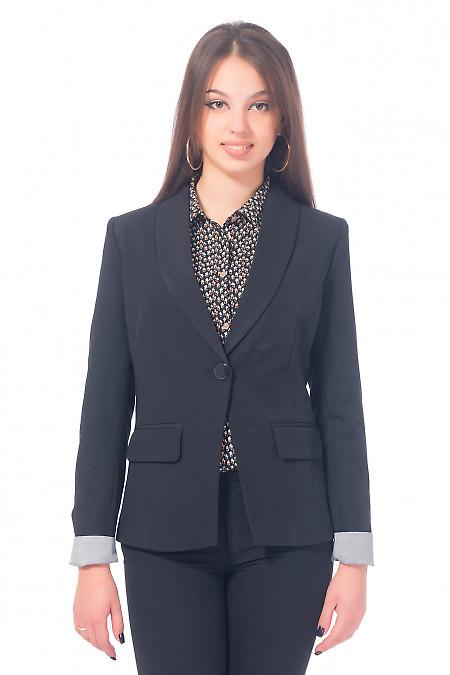 Жакет черный удлиненный с полосатой манжетой Деловая женская одежда