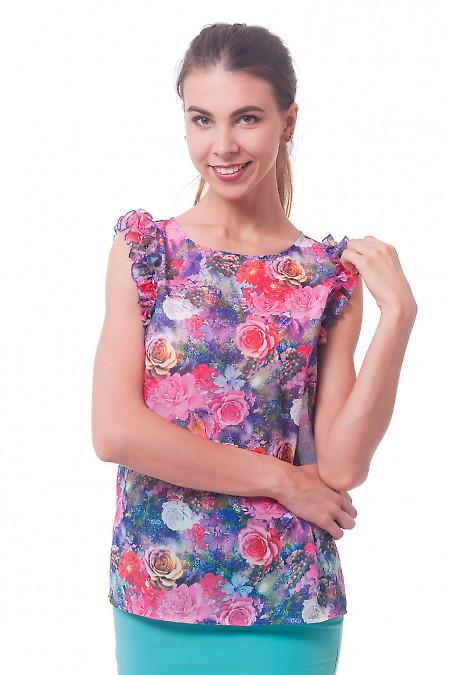 Блузка в розы с рюшем на рукавах Деловая женская одежда