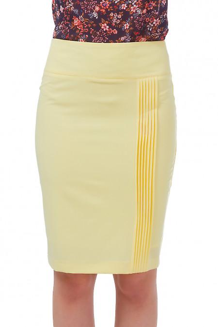 Юбка желтая с вертикальными защипами Деловая женская одежда