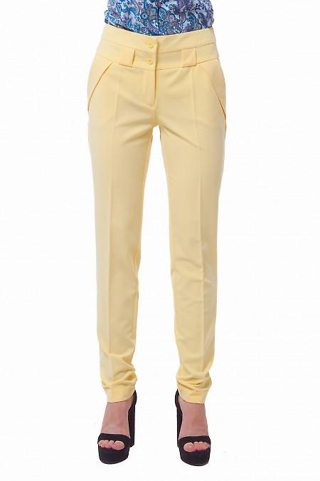 Брюки желтые с двойным поясом. Деловая женская одежда