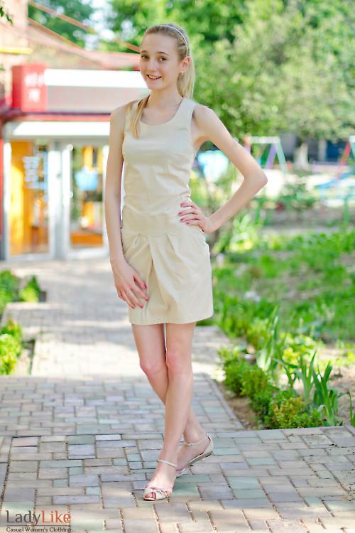 Платье бежевое с карманами Деловая женская одежда