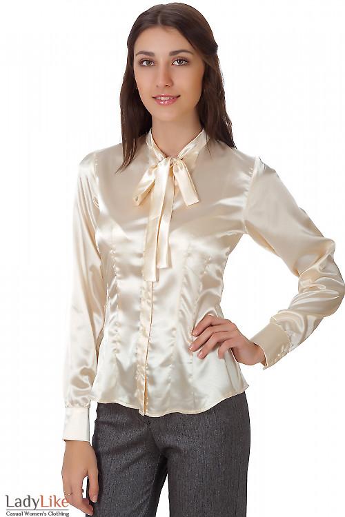 Фото Блузка атласная молочная с бантом Деловая женская одежда