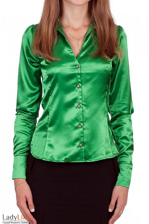 Фото Блузка зеленая из атласа Деловая женская одежда