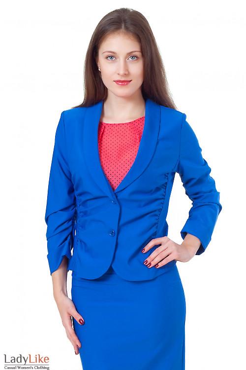 Синий жакет со сборкой на рукаве Деловая женская одежда
