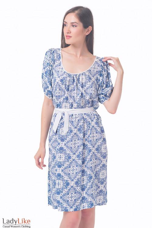 Платье белое в нежно-голубой узор Деловая женская одежда