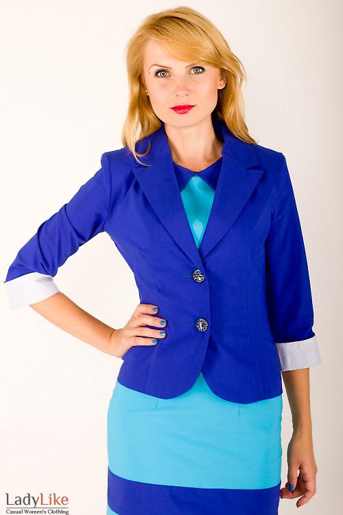 Фото Жакет ярко-синий с полосатой манжетой Деловая женская одежда