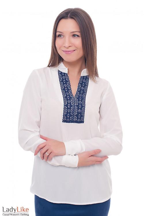 Блузка молочная с синим кружевом Деловая женская одежда фото