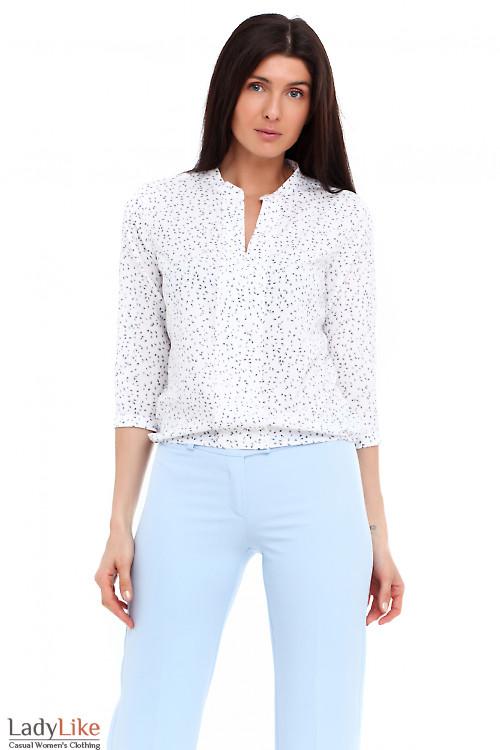 Блузка белая в синий листик. Деловая женская одежда фото