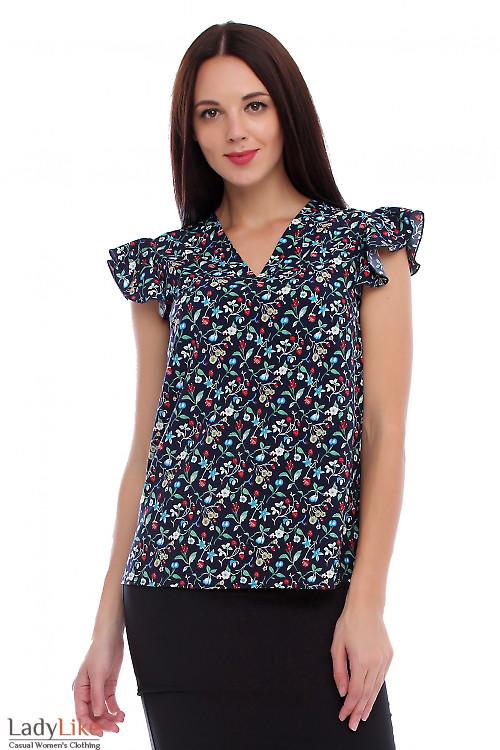 Блузка с крылышком в землянику. Деловая женская одежда фото