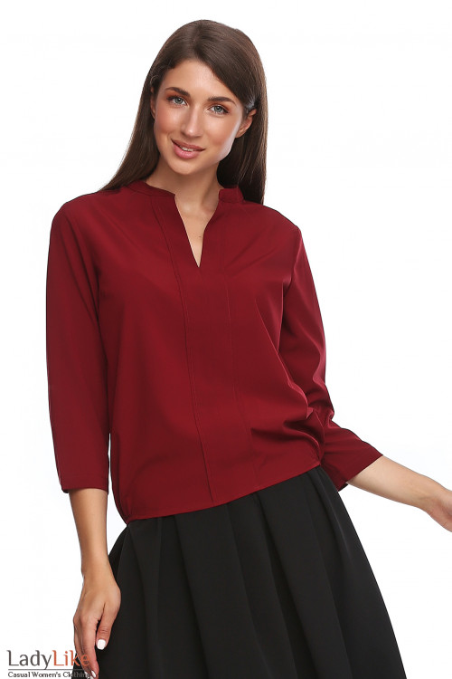 Бордовая блузка с резинками сбоку. Деловая женская одежда фото