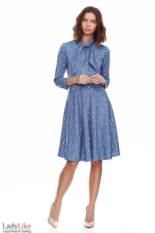 Платье голубое в клетку с бантом. Деловая женская одежда фото