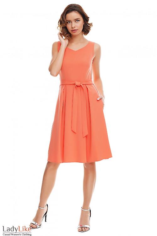 Платье коралловое с юбкой в складку Деловая женская одежда фото