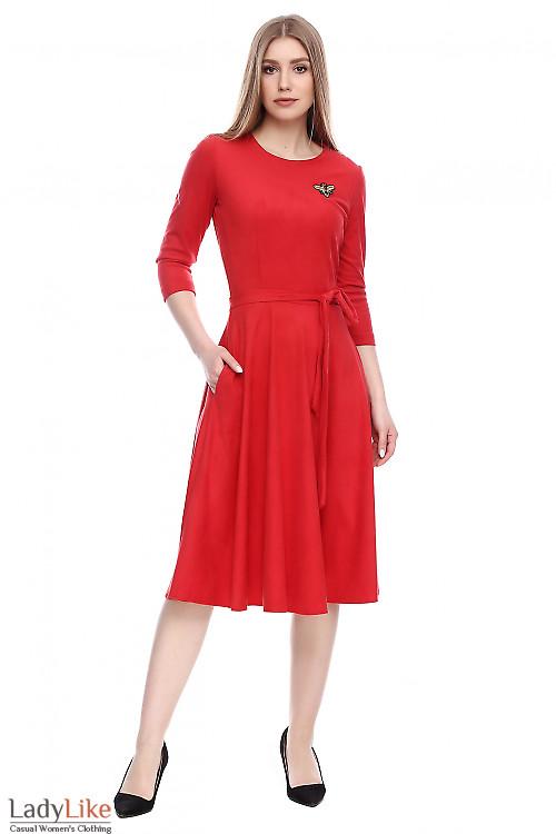 Платье красное под замш Деловая женская одежда фото