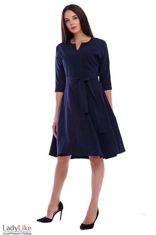 Платье синее с поясом и рукавом летучая мышь. Деловая женская одежда фото