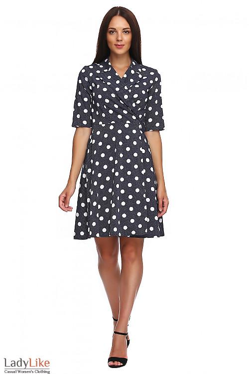 Платье синее в белый горох на запах. Деловая женская одежда фото