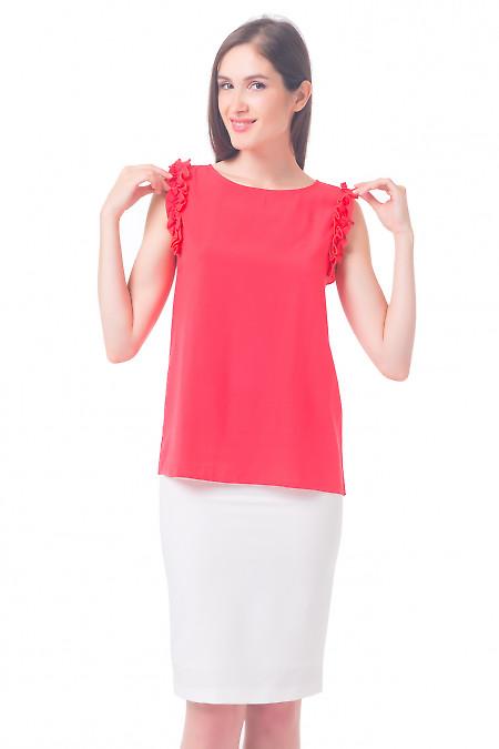 Блузка коралловая с рюшем на рукавах Деловая женская одежда