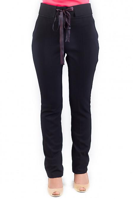 Фото Брюки черные с тонким пояском Деловая женская одежда