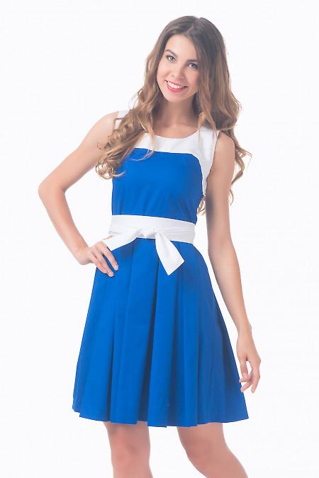 Платье синее с пышной юбкой и белым поясом Деловая женская одежда