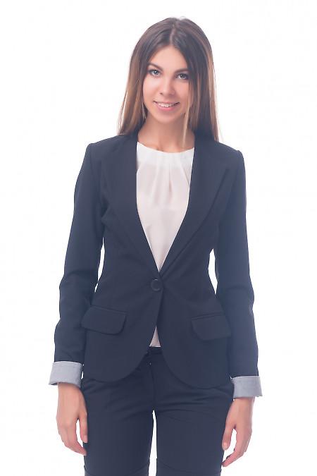 Фото Жакет удлиненный черный с полосатой манжетой Деловая женская одежда