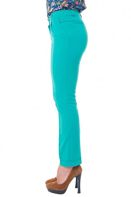 Купить зеленые брюки с манжетой Деловая женская одежда