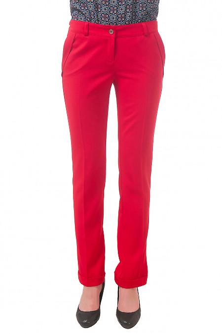 Фото Брюки красные с клапанами и манжетами Деловая женская одежда