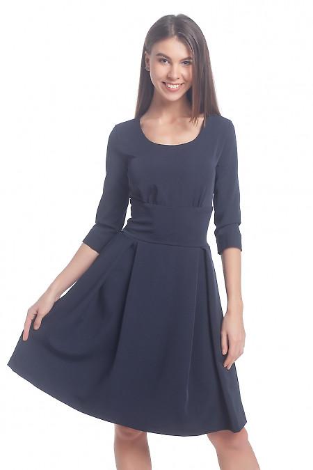 Платье синее с высокой талией и широким поясом Деловая женская одежда