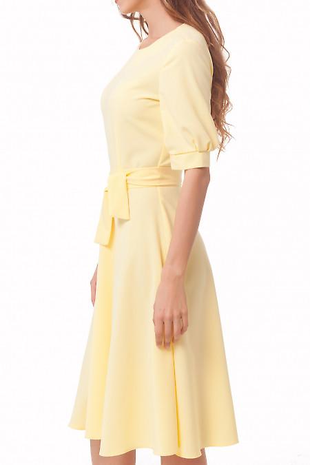 Купить платье желтое с рукавами и юбкой-миди Деловая женская одежда