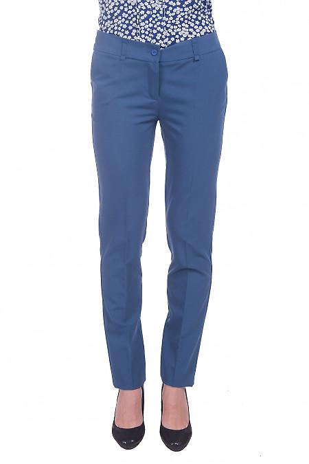 Брюки зауженные светло-синие. Деловая женская одежда фото