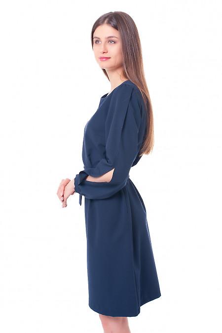 Купить синее платье с разрезом на рукаве Деловая женская одежда фото
