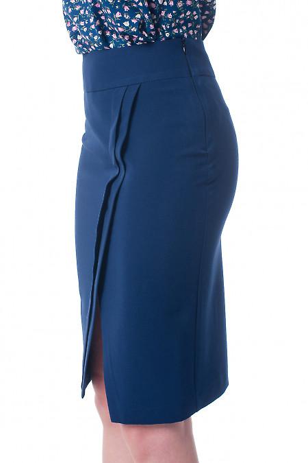 Купить юбку темно-синюю с косыми складками Деловая женская одежда фото