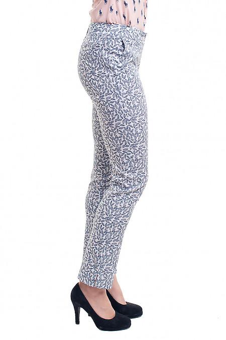 Купить летние белые брюки в серый узор Деловая женская одежда фото