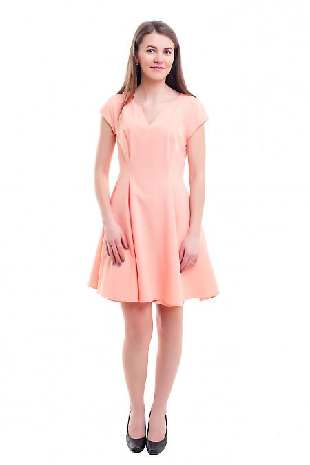 Купить платье персиковое юбкой-шестиклинкой Деловая женская одежда фото