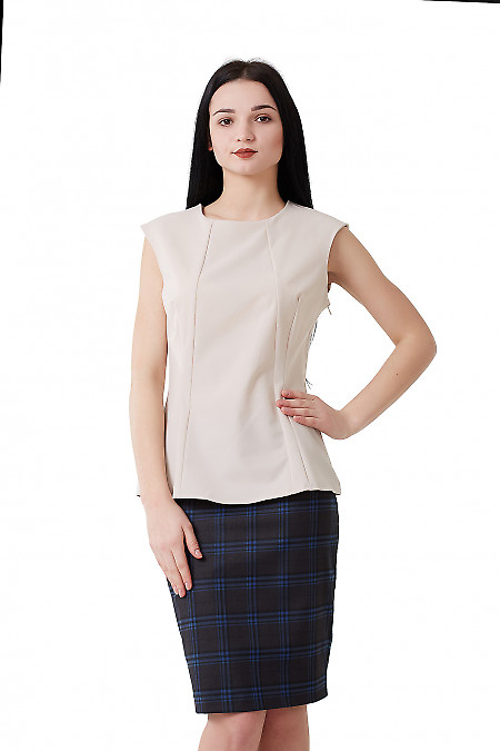 Блузка бежевая со спущенным плечом. Деловая женская одежда фото