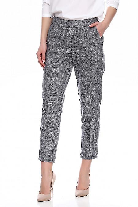 Купить теплые брюки в серую полоску. Деловая женская одежда фото